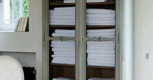belle armoire pour ranger de belles serviettes douces dans la salle de bain d co brocante. Black Bedroom Furniture Sets. Home Design Ideas