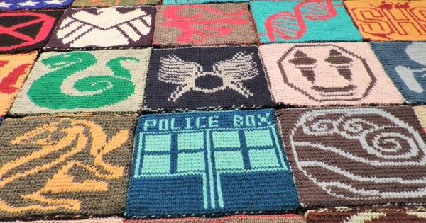 2014 Geek-A-Long: week 32 Supernatural | Tulpa symbol knitting pattern with color