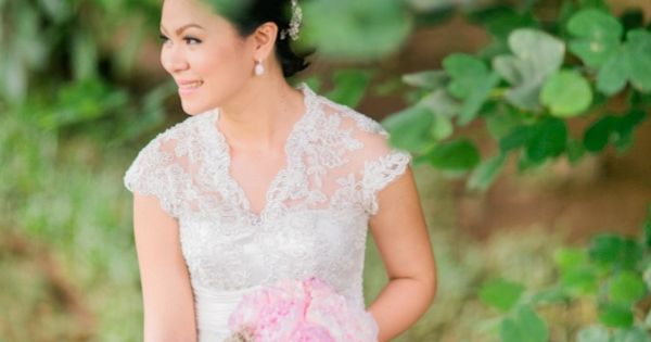 With a Groom who works as a wedding photographer by day and a Bride that isna??t afraid to roll up her sleeves and dable in many a DIY project, this wedding was d