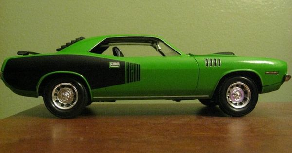Revell Muscle 1971 Plymouth Hemi Cuda, painted in Go Green