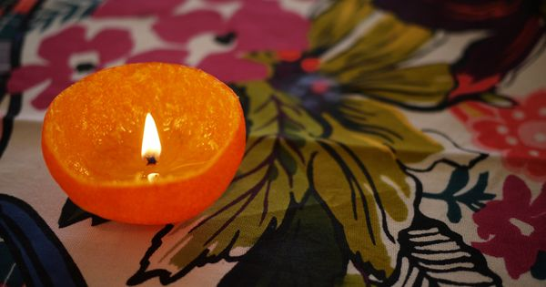 An orange peel + olive oil = candle..who knew?