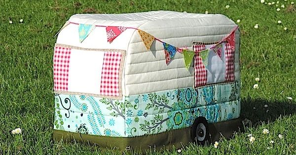 Rainbow Hare Quilts Vintage Caravan Sewing Machine Cover