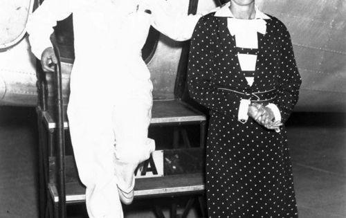 Photo Credit: Kansas Memory This photograph shows Amelia Earhart Putnam and Laura