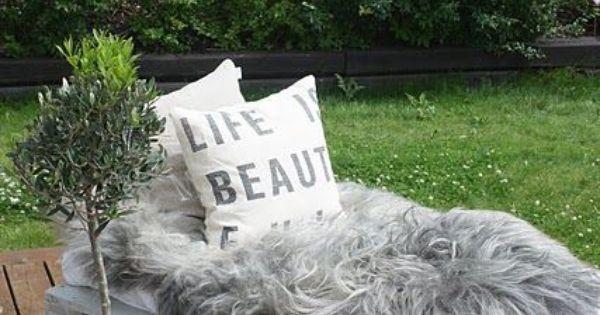 DIY Outdoor pallet bench with an extra crib mattress, throw a sheet