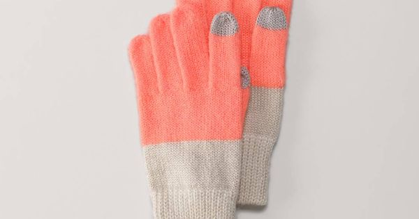 Smartphone Gloves from American Eagle! Christmas list!