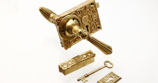 アンティーク 珍しい波線模様の真鍮ドアノブセット 外付けラッチ 室内ワンタッチロック 鍵付き Ok 22 アンティーク オールディーズ オンラインストア ドアノブ ドア ドアノブ アンティーク