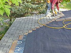 Installing Asphalt Roof Shingles On A Small House Roof Shingles Asphalt Roof Architectural Shingles Roof