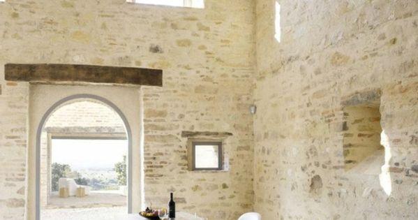 le mur en pierre apparente en 57 photos tables en bois mur et en bois. Black Bedroom Furniture Sets. Home Design Ideas