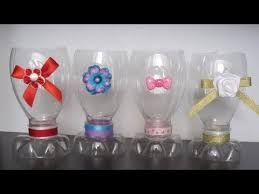 Resultado De Imagen Para Candelabro Con Pico De Botella De Plastico Plastic Bottle Crafts Bottle Crafts Recycled Bottles