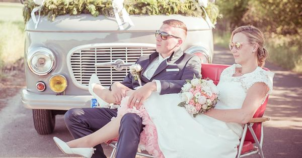 Ein Barkas B1000 Als Hochzeitsauto Und Dazu Noch Ein Brautkleid Mit Petticoat
