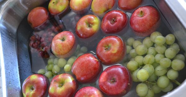 Is it OK to wash fruits and vegetables in water and vinegar?