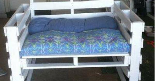 Fauteuil palette recyclage palettes pinterest meilleures id es fauteuils les verts et Comment fabriquer fauteuil palette idees