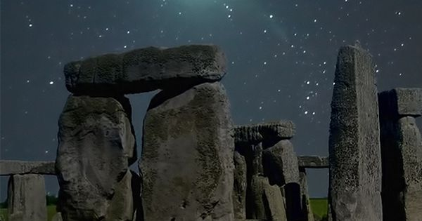 Meteor Over Stonehedge, England. Absolutely stunning photography.