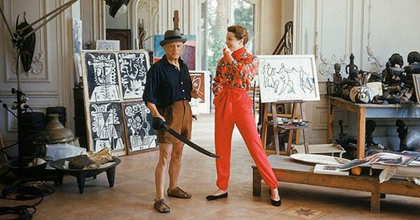 Photo of abstract artist Pablo Picasso with French model Bettina Graziani in