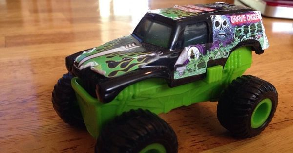 Hot Wheels Monster Jam Truck Green Grave Digger Bad To The ...