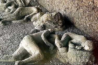 Pompeii Italy Been There Once Living Animal People Frozen In Time By Volcanic Ash Interesting But Creepy As W Pompeii Pompeii Ruins Day Trips From Rome