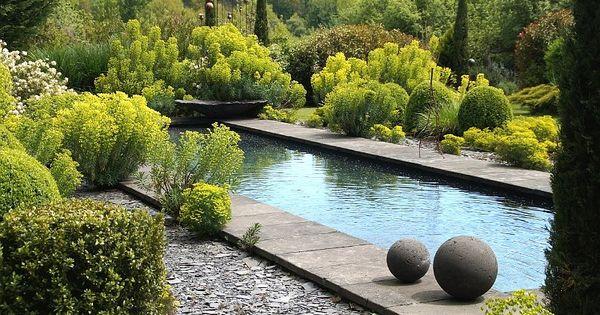 bassin contemporain realise en ardoise gardens. Black Bedroom Furniture Sets. Home Design Ideas