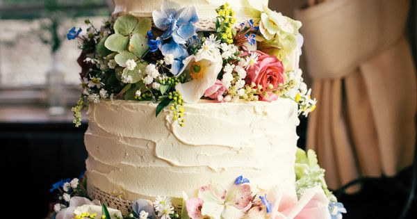 home baked wedding cakes colourful wedding flowers rustic 15276