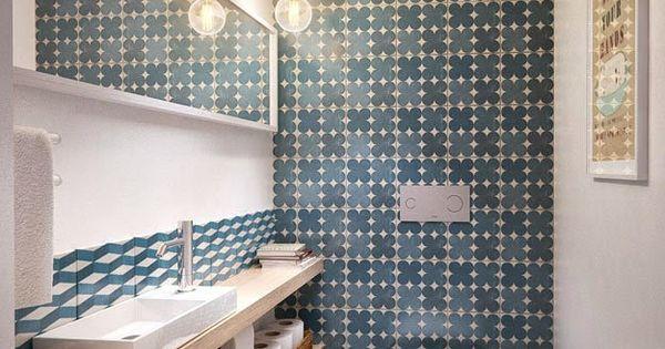 Salle de bain carreaux de ciment bleu bathroom salle for Carreaux salle de bain bleu