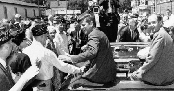 A comparison between the political careers of john f kennedy and richard nixon