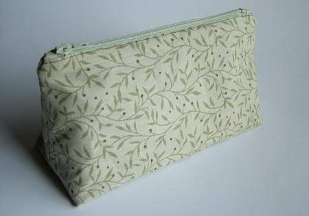 This is a top notch tutorial on making a cosmetic bag with