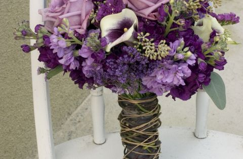 Purple is always a very popular color for wedding flowers. I like it, it has a regal elegant feel and can have a very elegant touch. This wedding was a more rus