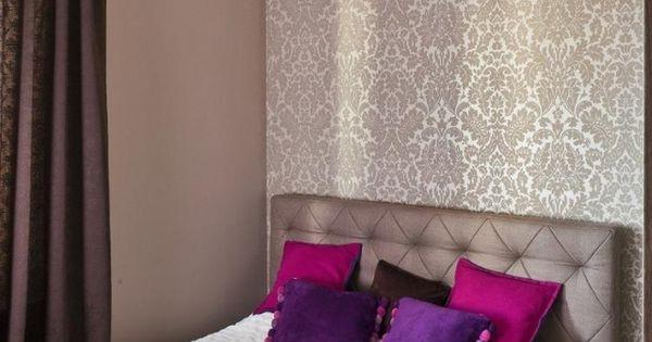 schlafzimmer-ideen-gestaltung-farben-beige-braun-tapete-damask - schlafzimmer beige lila