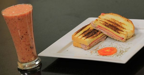 Cbc Sofra طريقة تحضير عصير مانجو بالتوت شريف الحطيبي Recipe Food Breakfast Smoothies