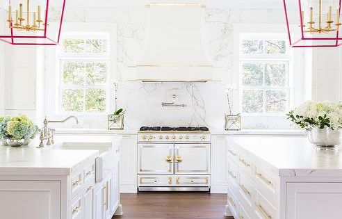 white kitchen with pops of pink home k che pinterest quarz arbeitsplatten weisser. Black Bedroom Furniture Sets. Home Design Ideas