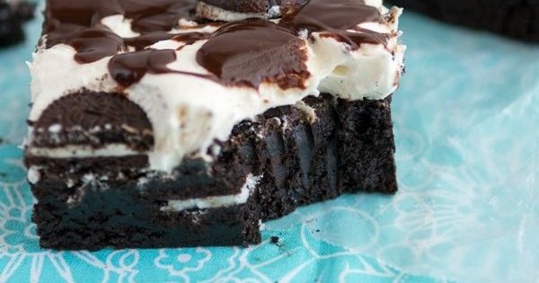These Oreo Brownies are EXTREME! This Cookies 'n Cream Extreme Brownie Recipe
