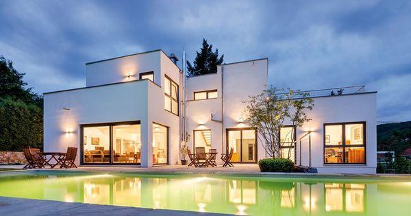 Moderne häuser grundriss mit pool  Groß genug zum Bahnenziehen ist der Pool mit seinen 13 Metern ...