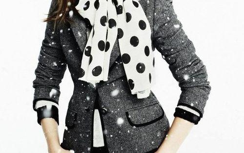 :: black & white ::