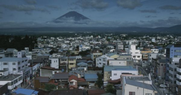 Karen Kasmauski Mt Fuji Looms On The Distant Horizon Beyond A Japanese Town Jpg 473 354 Distant Japanese Streets Fuji