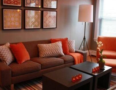 Sala color marr n naranja sillones pinterest for Sala de estar marron