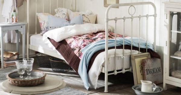 Sfeervolle slaapkamer met vintage bed maisons d co co pinterest creatif chambres et - Deco slaapkamer idee ...