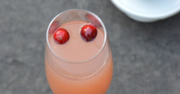 Sparkling Pear Cranberry Cocktail | Delicious drinks | Pinterest ...