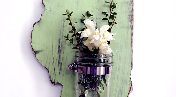 Love this wooden state decor and mason jar holder idea.