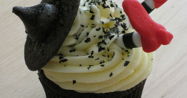 when uCAKE for wicked witch WizardofOz party, cupcakes like these are the