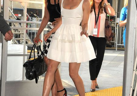 jessica biel love the skirt on this dressand a pop