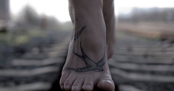 what a PERFECT place for a bird tattoo!! if only I didn't