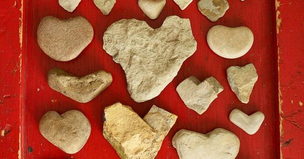 so cute..great idea! heart rock collection.