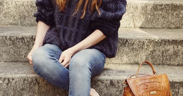AutumnFashion - Casual Fall Style Masterclass - Faded jeans, a seriously cosy
