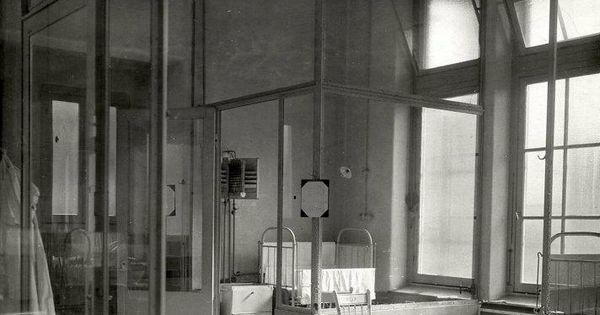 1918 binnengasthuis baby kinderafdeling zaal met kinderbedjes in de kinderkliniek van het - Baby boy versiering van de zaal ...