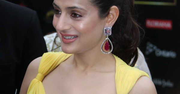 Amisha patel hot in yellow amisha patel pinterest for Amisha indian cuisine
