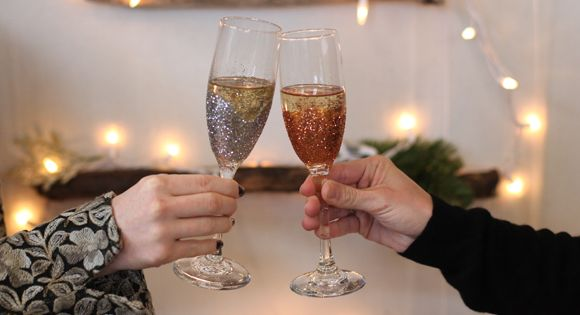 DIY Glitter Champagne Flutes – New Years Eve DIY | Free People