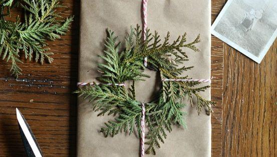 DIY Wreath Gift Wrap - DIY Holiday Gift Wrap Ideas
