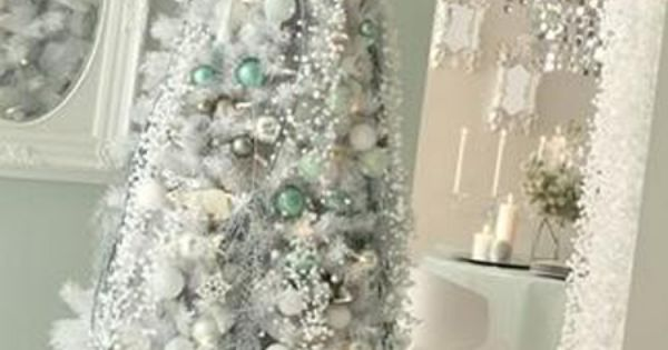 A White Christmas Tree - I absolutely love the classy look of