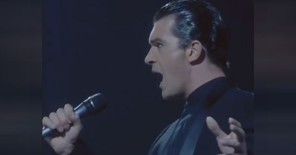 Antonio Banderas Surprises Phantom Of The Opera Fans With Chill