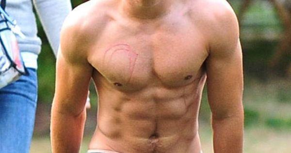 Zac Efron Shirtless!!! Too sexy *O*