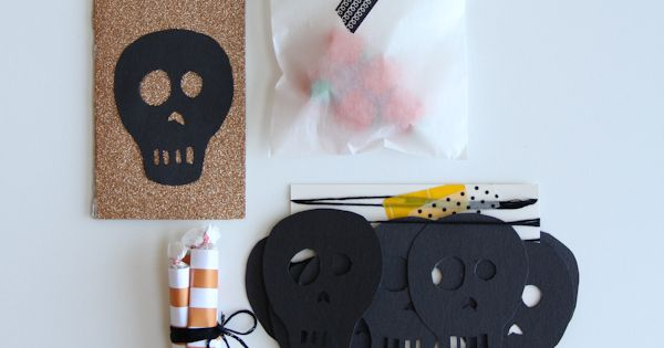 diy halloween mail / mini halloween party in an envelope